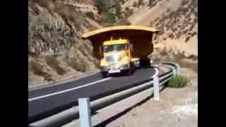 camion con tolba gigante subiendo la cuesta de andacollo