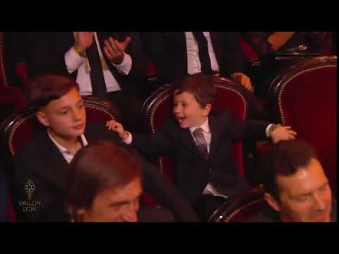 La reacción de Mateo Messi cuando su papá ganó el Balón de Oro