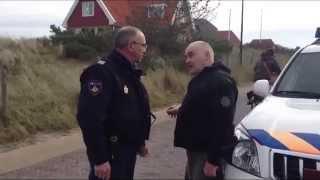 GPTV: Agressieve politie agent vliegt cameramannen aan op Vlieland