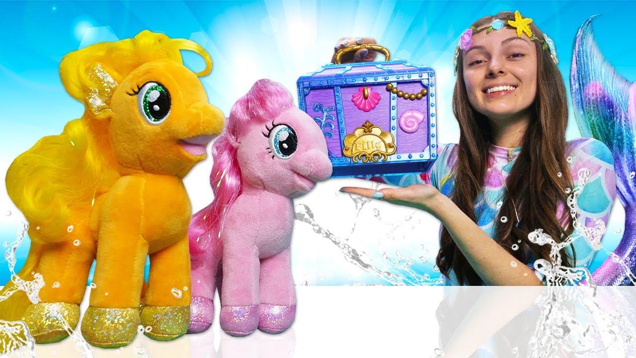 La Sirenita en la piscina. Applejack y una regadera mágica. Vídeos para niñas. El baúl de la Sirena