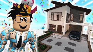 building a bloxburg house with ITEMS LESS THAN $500... so crazy wow