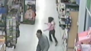 Girl Escapes from Alleged Kidnapper in Walmart: Caught on Tape | Good Morning America | ABC News