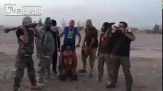 ИГИЛ казнит пленного (эксклюзив)