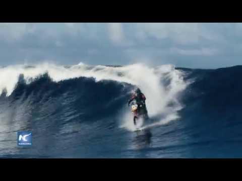 Robbie Maddison, logra surfear en el mar con su motocicleta