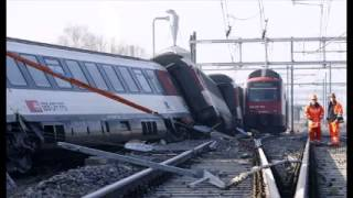 Gambar cover Five hurt as trains collide in Switzerland
