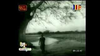 Video 'Piduru Sewikala Pel Pathey' - Sisira Senaratne - From 'Handapana' - Old Sinhala Movie download MP3, 3GP, MP4, WEBM, AVI, FLV November 2017