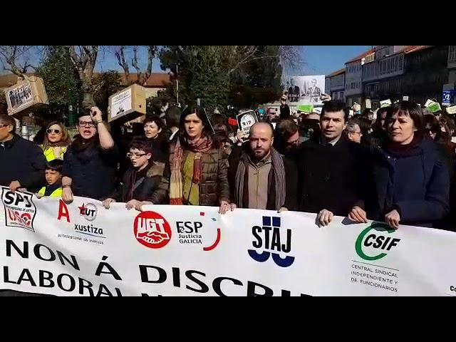 """Miles de personas marchan en Santiago contra la """"discriminación"""" en la Justicia gallega"""