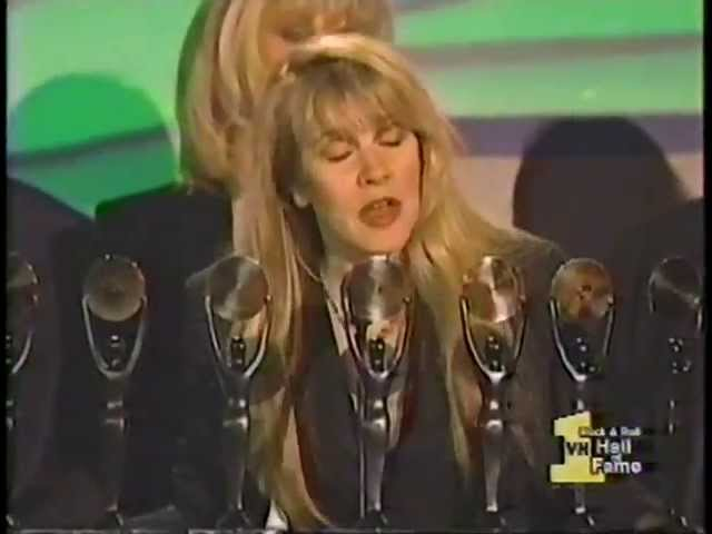 stevie-nicks-rock-and-roll-hall-of-fame-01-12-1998-mike-bise