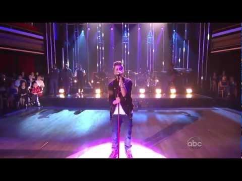 Justin Bieber - Fa La La ft Boyz 2 Men [Live]