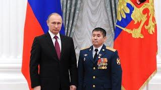 Владимир Путин наградил полковника Султангабиева Звездой героя России