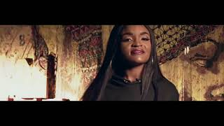 Смотреть клип Liriany Ft. Fredh Perry - Não Me Stressa