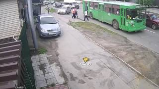 драка водителей троллейбусов