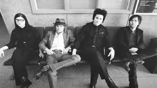 The Raconteurs – Hold Up (Photo Montage)