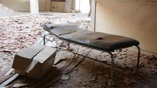 غارات جوية تقتل وتصيب العشرات وتدمر مستشفى في درعا