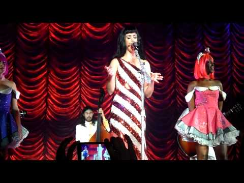 katy perry the one that got away/someone like you live sheffield arena 12.10.11