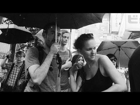 Embrace the Rain : SHIBUYA Street Photography #6 (Fujifilm X100F)