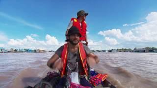 Uczestnicy musieli dostarczyć paczki rodzinom, mieszkającym na wodzie [Azja Express]