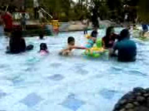 Bian berenang di atlantis ancol part 2 Travel Video