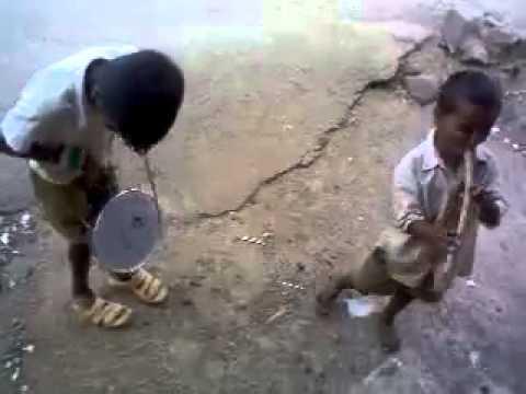 Indian slum boys play dhol