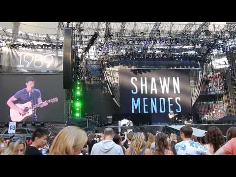 Shawn Mendes - Thinking Out Loud (Cover) [Live In Vancouver, BC]