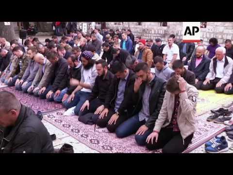 Bosnian Muslims begin holy month of Ramadan