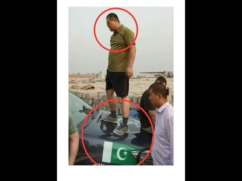 Chinese Engineers fighting with Punjab Police Chinese Gunda Gardi in Pakistan