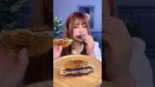 뚱뚱한 돼지고기 음식을 먹는 ASMR, 맛있는 음식을 …