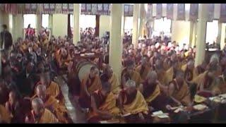 ダライ・ラマ14世とチベット仏教僧千人の読経