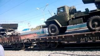 Железная дорога перевозка автомобилей ,военные автомобили на железной дороге