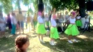 прыжки на скакалке . парни против девочек