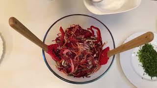 ВЕСЕННИЙ салат из капусты, сырой свеклы, моркови ,нарезанные как спагетти.