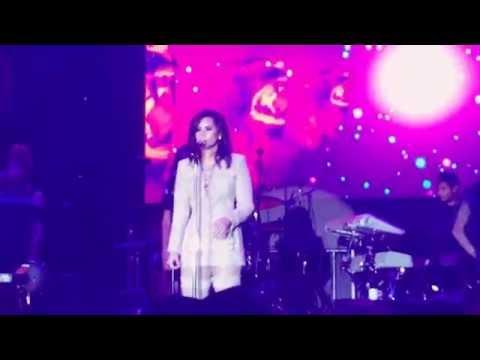 "Demi Lovato singing ""Lionheart"" at the Marriott Rewards concert ❤️"