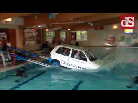 Auto te water in twello youtube for Twello zwembad