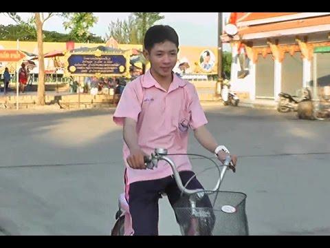 """""""เคอิโงะ""""ซ้อมปั่นจักรยานร่วมกิจกรรมBike For Dad"""