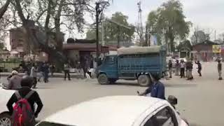 Brave college girl Student Protest At Lal Chowk   Clashes Between Police & Students
