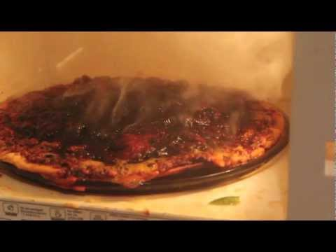3 Ways to Revitalize Day Old Pizza in a Microwave - wikiHow