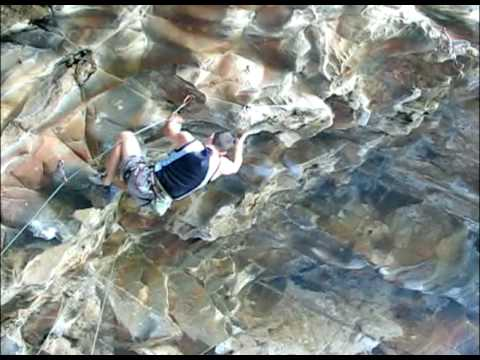 Matt Hunter on Hung Like a Fruit Bat (25/12a/7a+)
