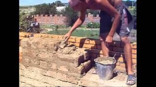 видео Армирование землебитных стен