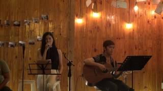 """Góc phố dịu dàng - Ý Nhi [Đêm nhạc """"Vào hạ"""" - Xương Rồng Coffee & Acoustic]"""