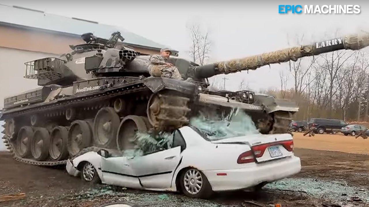 Aplastando autos en un tanque y una gran excavadora, Crazy Machines destruye autos con tanta fuerza, chatarra trituradora + vídeo