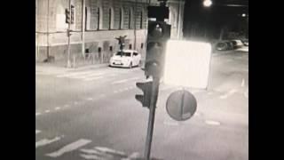 Неадекват прыгает по машине