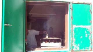 Life Adventure Nerja / Spanien - Michiel Tweehuijsen beim Grillen