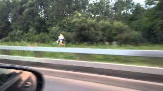 Проститутка спасает свою шкуру на мкаде