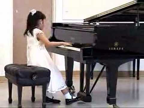 Coco Ma(7yrs) plays Bach French Suite No.5 - Gavotte (kids piano)