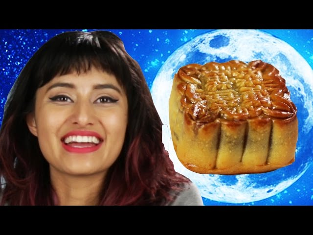 People Try Moon Cakes (月餅) For The First Time