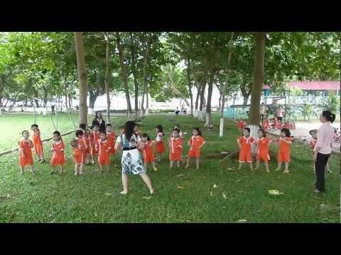 Hoat dong ngoai troi (16/6/2012), lop CHOI - LA, Mam non tu thuc TUOI THO, Quy Nhon.