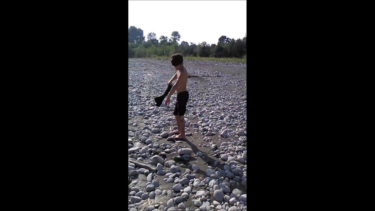 russkoe-video-na-rechke-paren-devku-stoya-tyanet