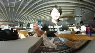 香港国際空港でピータン粥(揚げパン付き)の朝食