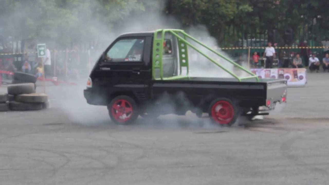 Aksi Slalom Dengan Menggunakan Mitsubishi T120SS Pick-Up ...