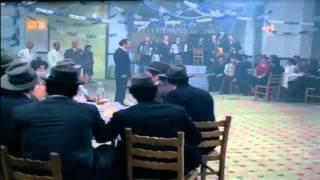 Ο Θίασος (1975)-Η σκηνή στο κέντρο διασκέδασης